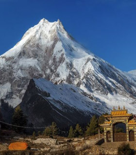 Around Manaslu hiking