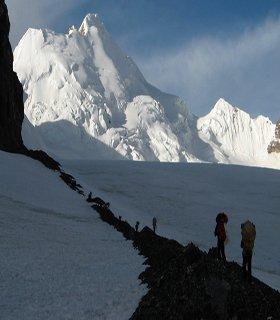 Saribung pass than to Nar phu trekking