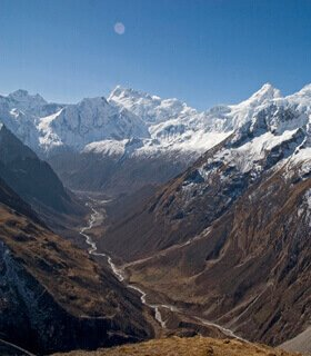 tsum valley and larke pass in autumn