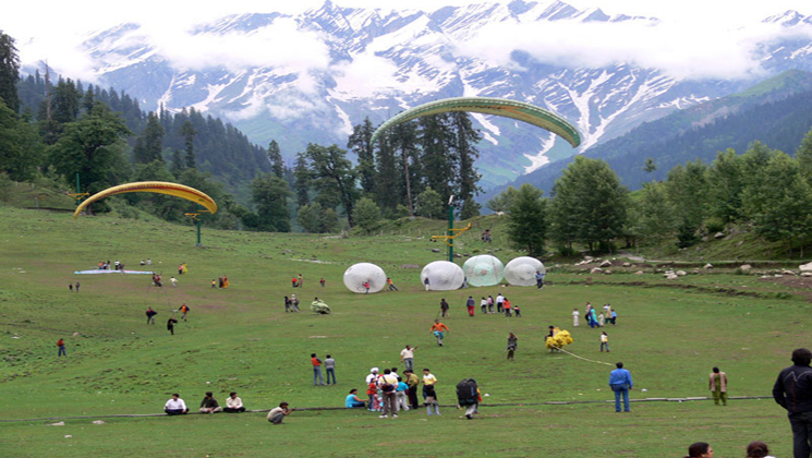 solang valley Manali is a beautiful spots in India for camping